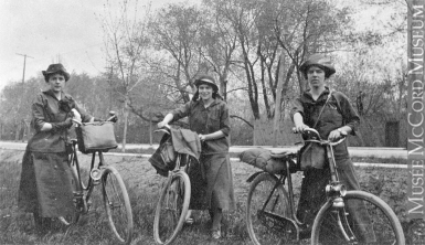 Photograph | The Coles sisters on a bicycle trip from Montreal to Ottawa, QC-ON, 1916 | MP-1976.175.1
